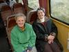 13,glade passagerer med toget